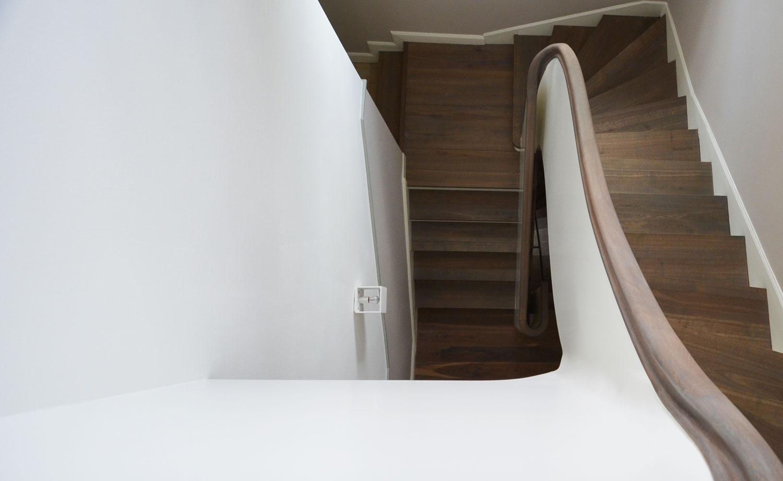 betontreppe mit holzbelag in kronberg