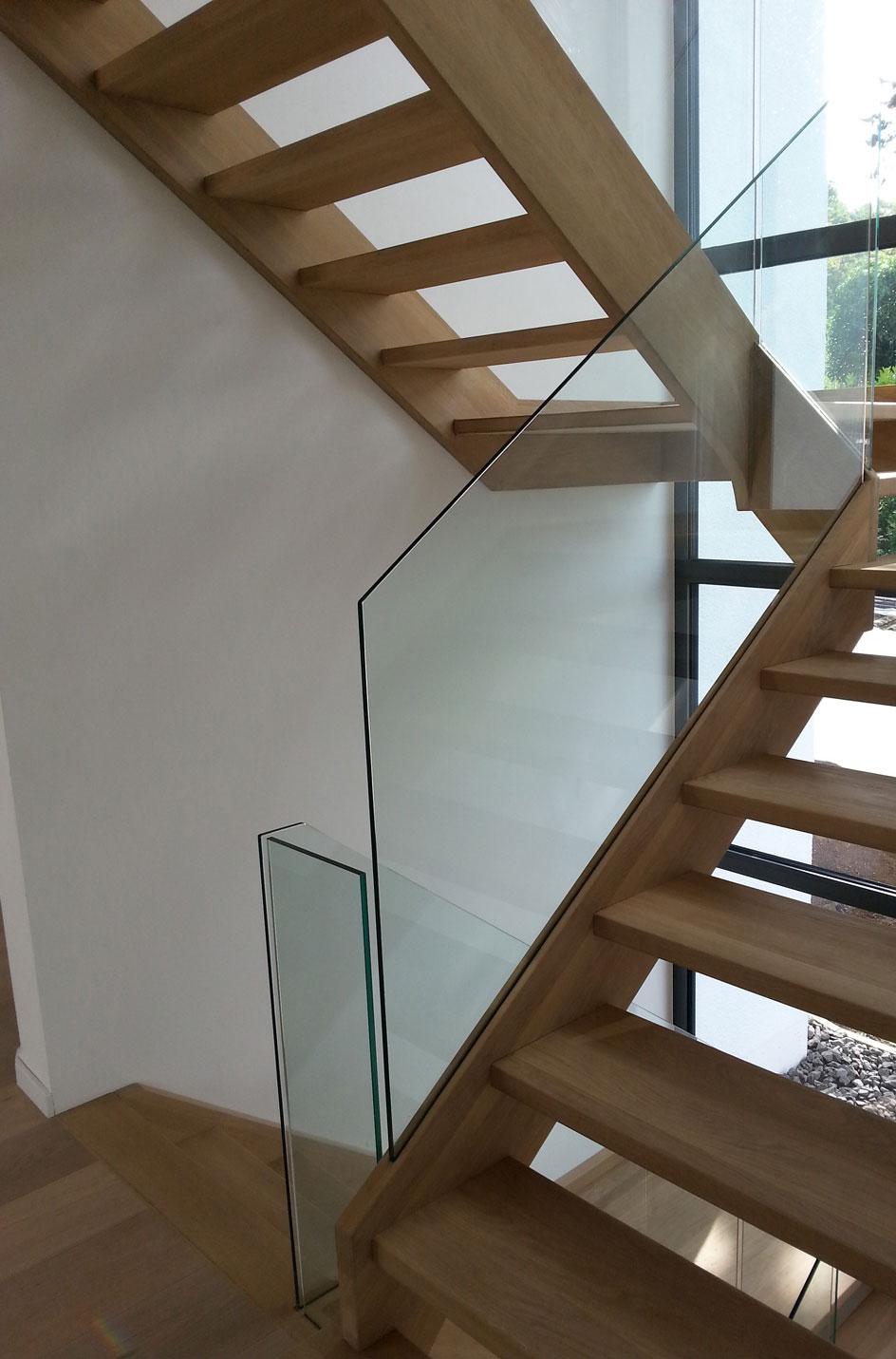 holzwangentreppe mit echtglasgel nder treppenbau diehl in frankfurt. Black Bedroom Furniture Sets. Home Design Ideas