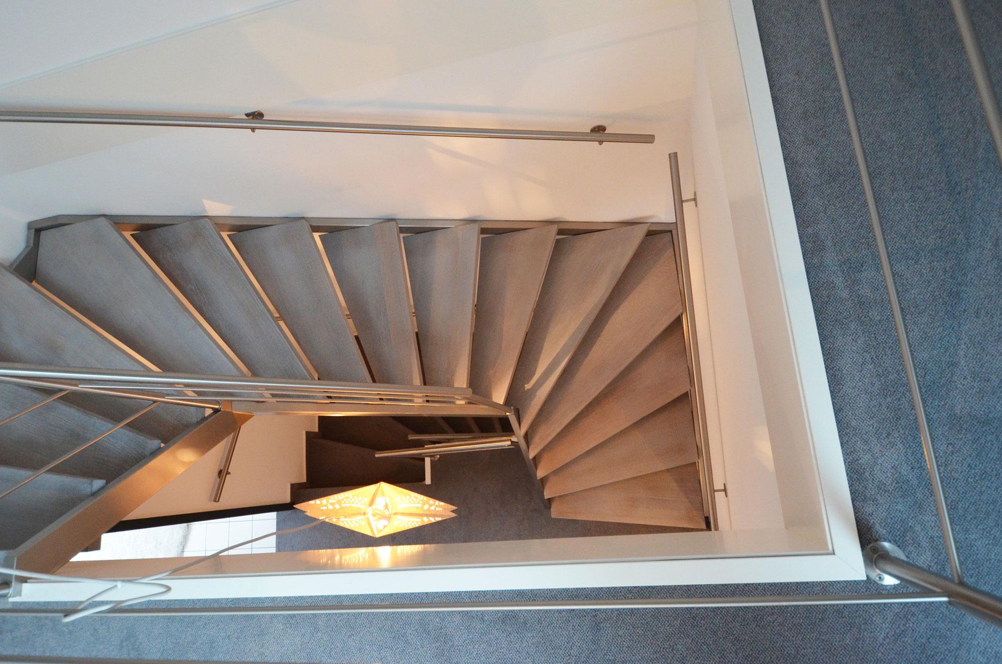 stahlwangentreppe aus edelstahl in hofheim treppenbau diehl frankfurt. Black Bedroom Furniture Sets. Home Design Ideas