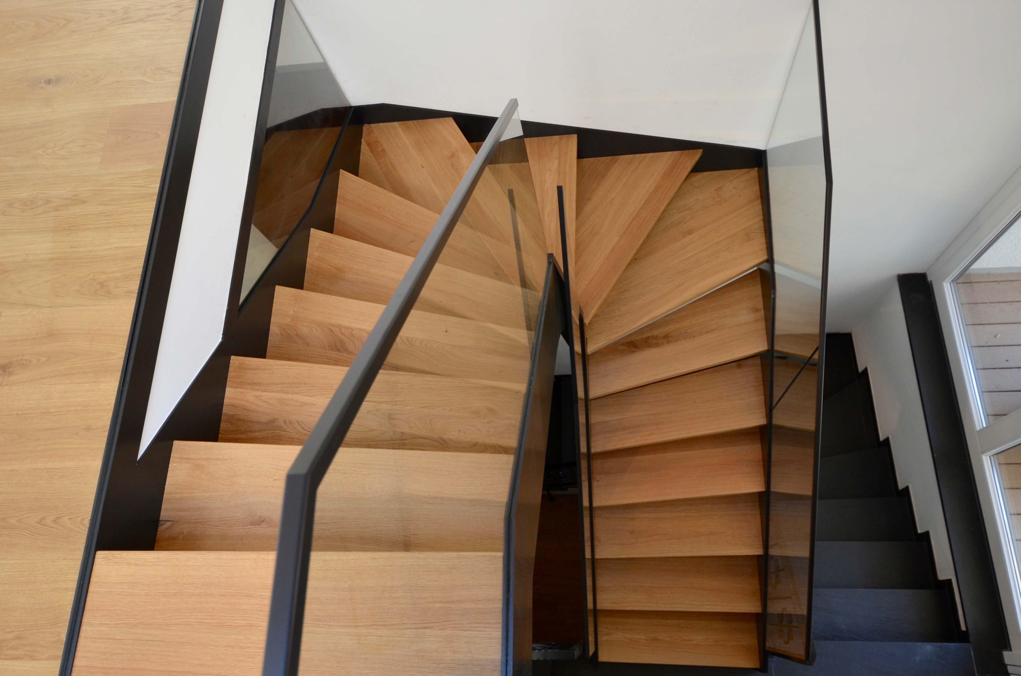 Geradlinige-Stahlwangentreppe-Treppenbau-Diehl