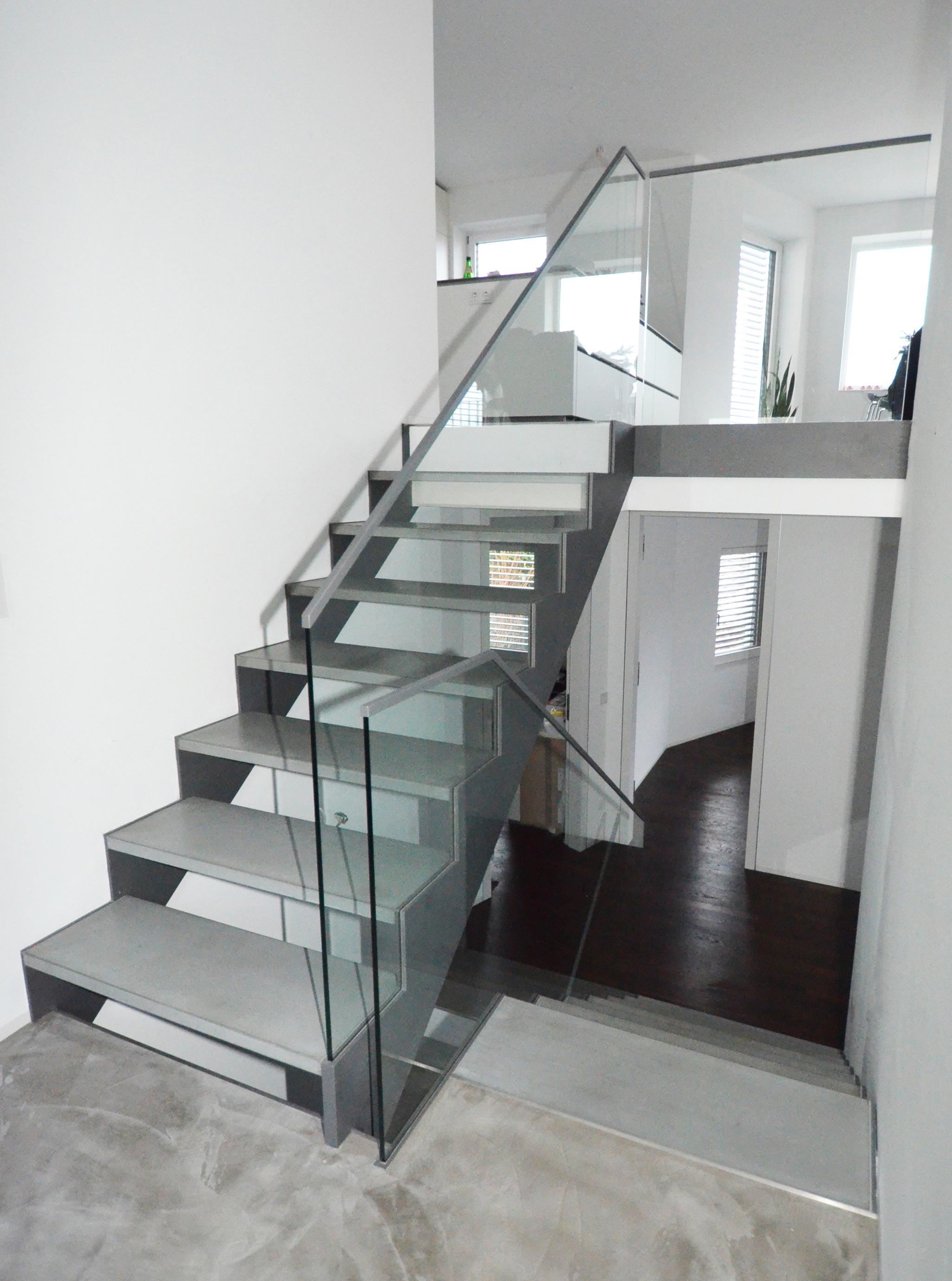 Puristische mehrläufige Treppenanlage in Königstein von Treppenbau Diehl-Bild2