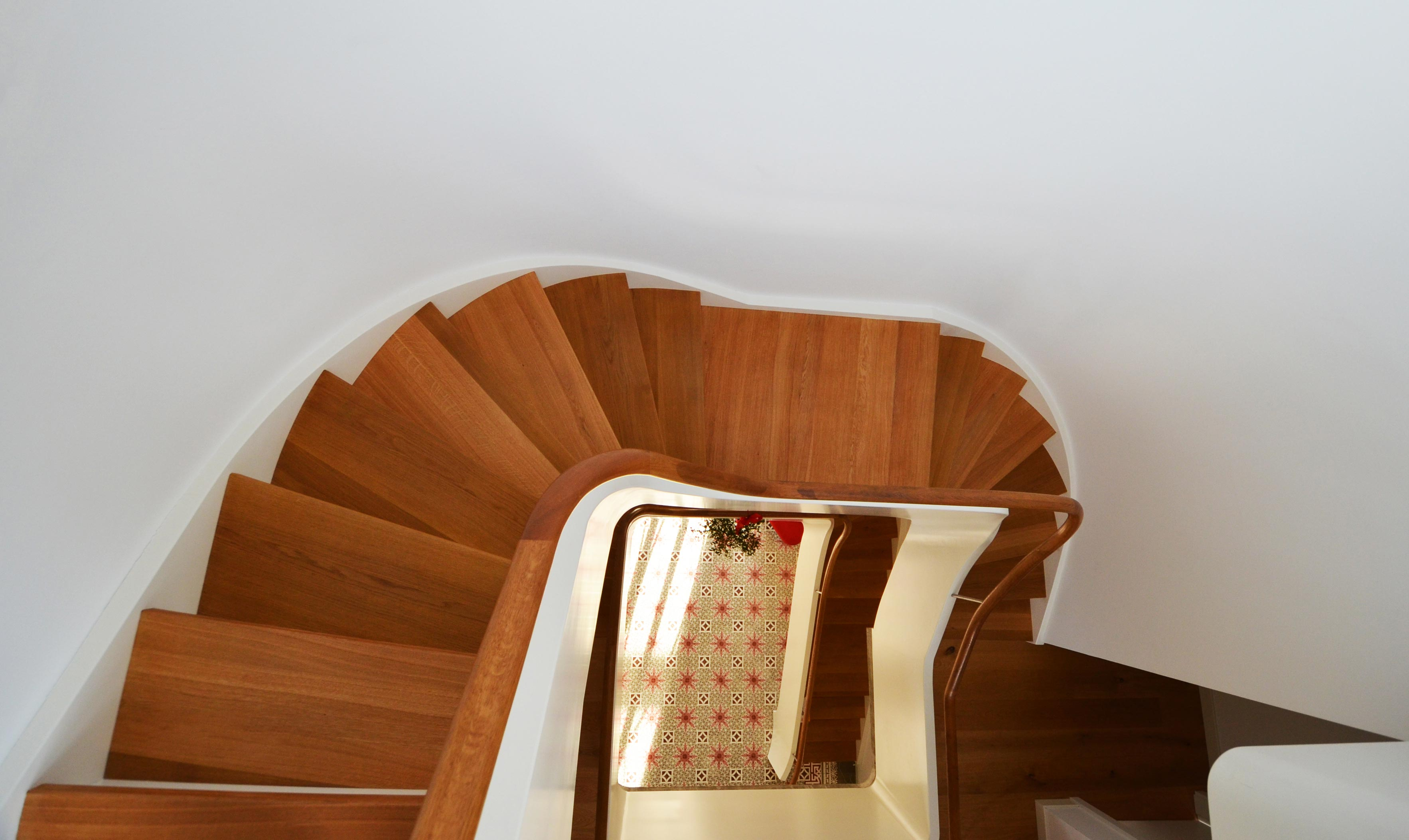 Treppenbau Diehl in Frankfurt. Wangentreppe mit bestechender Leichtigkeit-2