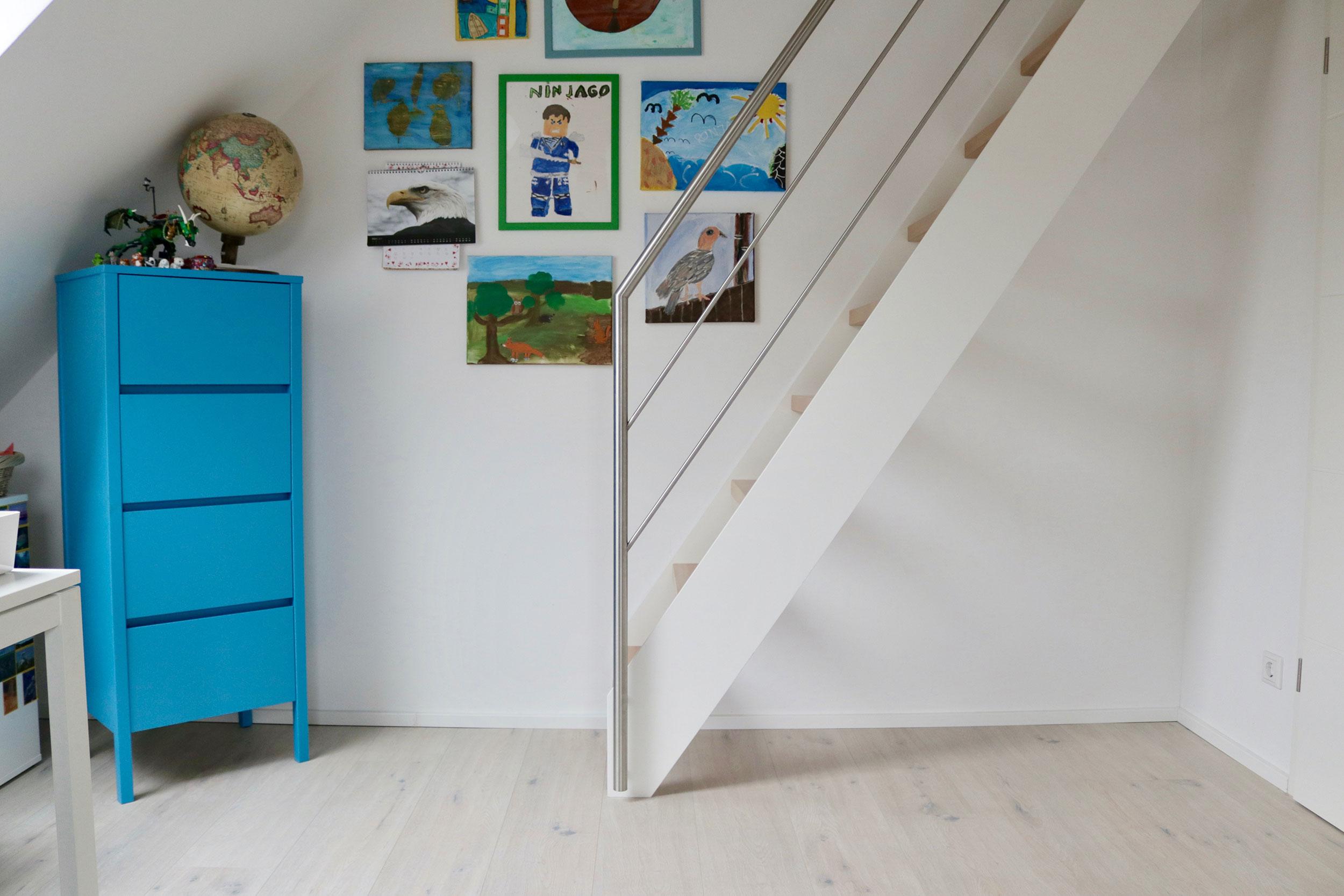 steiltreppe vom kinderzimmer ins dachgeschoss treppenbau. Black Bedroom Furniture Sets. Home Design Ideas