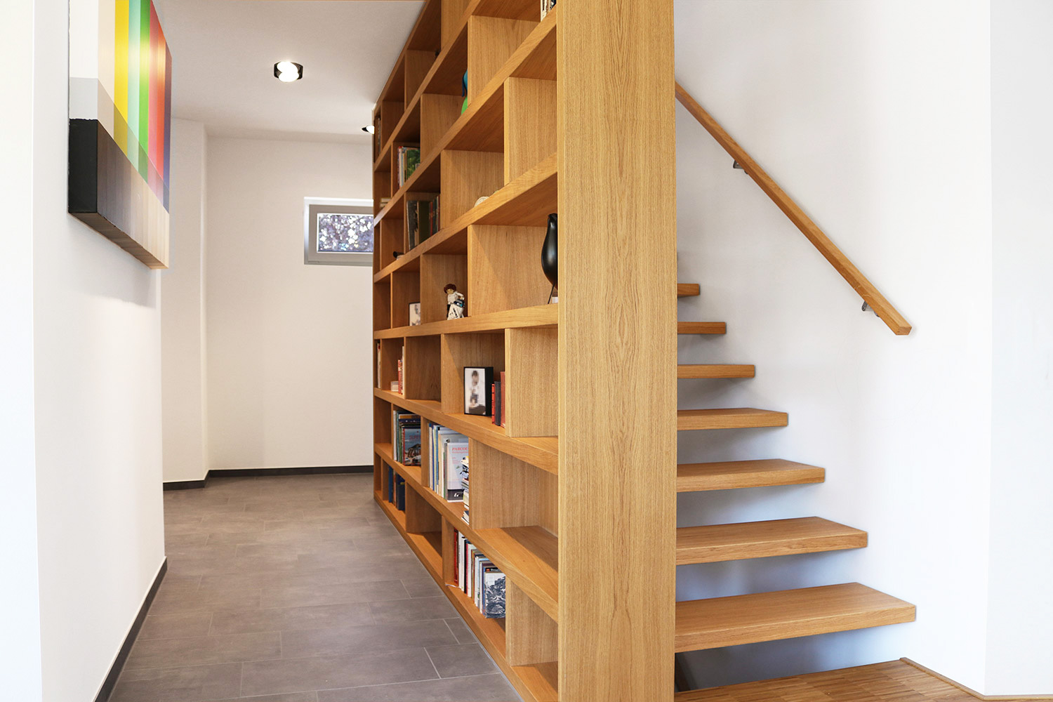 moderne treppe bucherregal, multifunktionale bolzentreppe mit bücherregal in hofheim, Design ideen