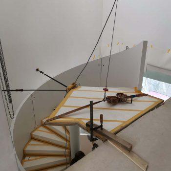 Treppenbau Montage einer Design Wendeltreppe in Frankfurt