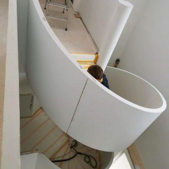 Treppenbau Montage einer Design Wendeltreppe in Frankfurt4