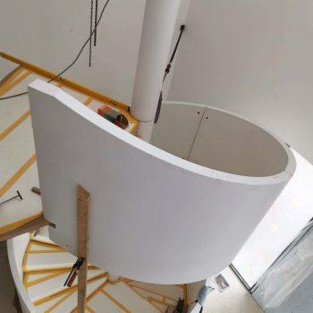 Treppenbau Montage einer Design Wendeltreppe in Frankfurt2