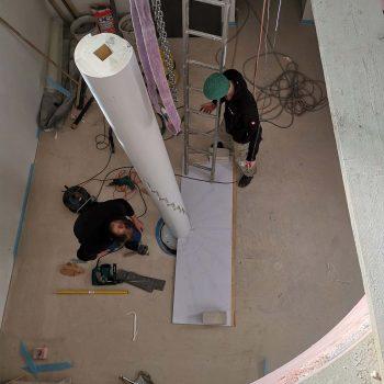 Treppenbau Montage einer Wendeltreppe- Ausrichtung Mittelsaeule